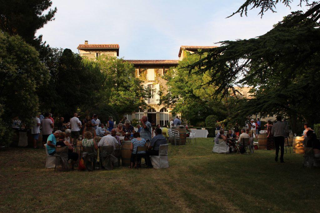 Repas dans le parc du Château Guilhem